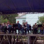 В городском саду играет духовой оркестр