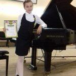 Виртуозы сдали технический зачёт в краевой школе пианистов.